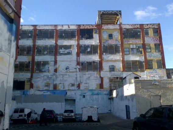 5pointz_white2